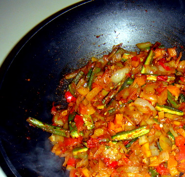 bhindi-masala-cooking