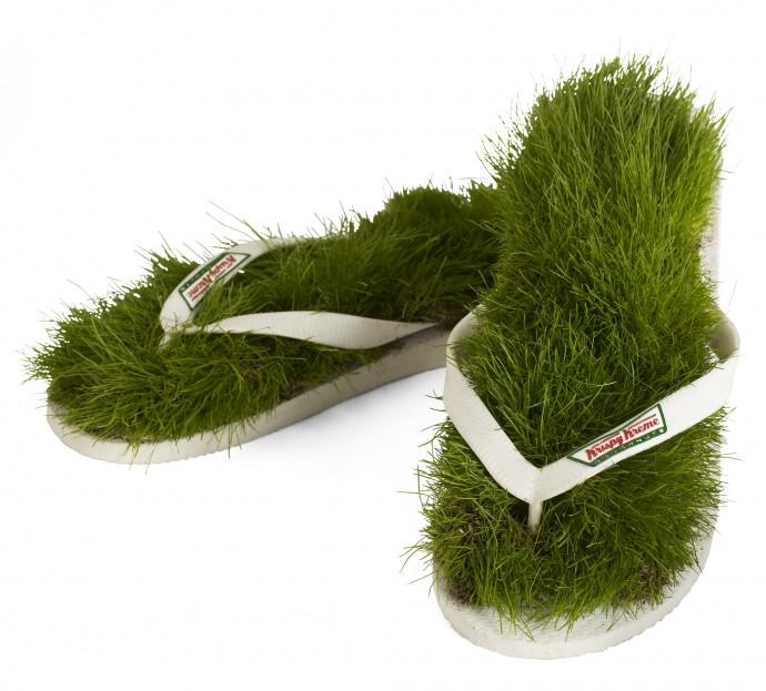 grass-flip-flops-690x623