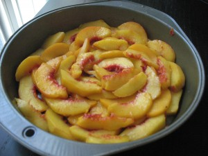 peaches in a pie pan