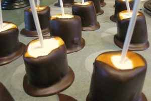 chocolate-caramel-marshmallow-pops