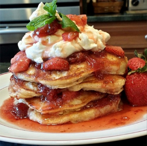 Kitchenista Strawberry Pancakes